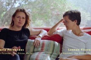 The Dinner Party van Lennon Flowers en Carla Fernandez