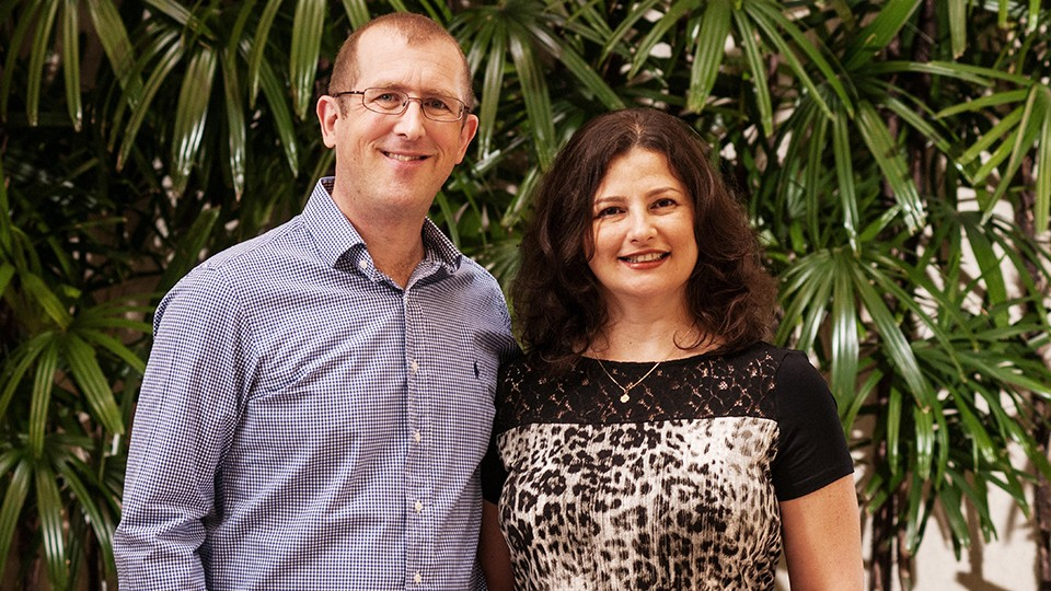 Simon en Maria Robinson, auteurs van Holonomics